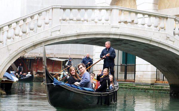 Language Experience Gondola Tour in Italian